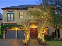 STUNNING AND SPACIOUS HOME WITH LARGE LANDSCAPED COURTYARD