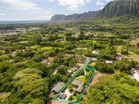 RARELY AND GORGEOUS ONE-ACRE PROPERTY PERFECT FOR A HEALTHY LIFESTYLE