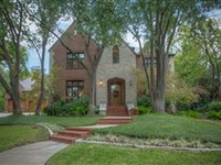 HIGHLY SOUGHT AFTER COLONIAL PARKWAY LOCATION