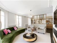 BEAUTIFUL 8TH DISTRICT APARTMENT