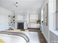 EXQUISITELY PROPORTIONED ONE-BEDROOM CO-OP APARTMENT