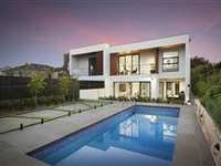 DESIGNER HOME IN AN EXCLUSIVE BAYSIDE PENINSULA