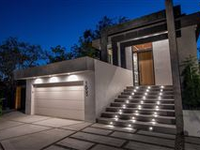 ARCHITECTURAL MODERN HOME SITUATED IN SILVER LAKE