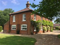 THEYDON HOUSE - FANTASTIC FAMILY HOME SURROUNDED BY LUSH GARDENS