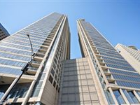 HIGH-RISE LUXURY CONDO WITH SWEEPING DOWNTOWN CHICAGO VIEWS