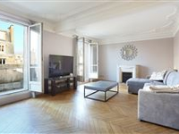 AN IDEAL PIED A TERRE NEAR THE SHOPS AND AMENITIES