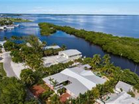 THE BEE COTTAGE - EXPANSIVE WATERFRONT COMPOUND