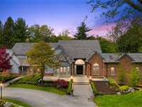 SPACIOUS ESTATE HOME ON SCENIC ROAD