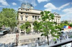 THIS SPACIOUS APARTMENT OFFERS EXCEPTIONAL VIEWS OF THE PALAIS DE JUSTICE