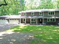 STUNNINGLY UPDATED HOME ON PRIVATE, WOODED LOT IN ROCHESTER HILLS