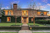 DYNAMIC AND DIGNIFIED HOUSTON HOME