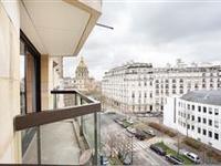 SIXTH FLOOR OF A LUXURIOUS BUILDING