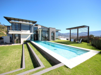 HIGHLY SOUGHT AFTER EXCLUSIVE STONEHURST ESTATE