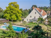 BEAUTIFUL FORMER COACH HOUSE WITH ATTRACTIVE GARDENS AND POOL