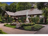 CHARACTER AND CHARM LADEN ESTATE ON THE LAKE