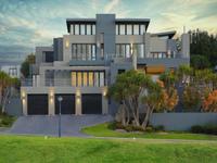 NORTH-FACING CONTEMPORARY ARCHITECTURAL DESIGN