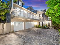 GORGEOUS CUSTOM-BUILT TRADITIONAL HOME IN BRENTWOOD