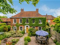 HIGHLY ATTRACTIVE GEORGIAN HOUSE SET IN A PRIME SOUTH FARNHAM LOCATION