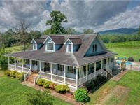 STUNNING FARMHOUSE IN THE MOUNTAINS OF NORTH GEORGIA