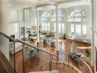 DRAMATIC LOFT IN THE HEART OF DOWNTOWN