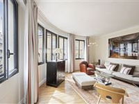 A FINE APARTMENT LOCATED BETWEEN PLACE SAINT GEORGES AND TRINITé