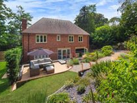 A FINE EXAMPLE OF A DISTINCTIVE MODERN PROPERTY IN HIGHLY SOUGHT AFTER LOCATION