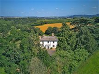 ELEGANT AND SPACIOUS COUNTRY HOME IN ROSS-ON-WYE