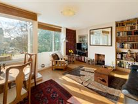 WELL PRESENTED MAISONETTE WITH BALCONY AND PRIVATE GARDEN