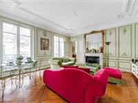 BEAUTIFUL APARTMENT IN AN ELEGANT PRIVATE STREET IN THE CAPITAL'S NOUVELLE ATHèNES NEIGHBOURHOOD