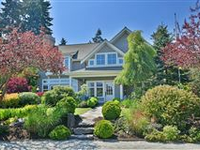 ARCHITECTURALLY DESIGNED HOME IN GREAT LOCATION