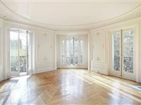 ELEGANT CORNER APARTMENT  WITH PERIOD FEATURES  ENJOYS AN OPEN VIEW