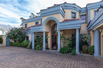 CLASSIC VILLA IN THE HEART CONSTANTIA WITH GREAT VIEWS