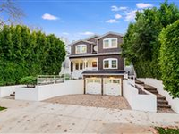 IMPECCABLE NEWER CONSTRUCTION EAST COAST TRADITIONAL
