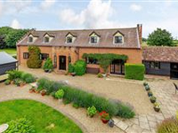 SPACIOUS FAMILY HOME WITH EQUESTRIAN FACILITIES IN IPSWICH