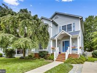 PICTURE PERFECT COLONIAL IN SOUGHT-AFTER LEE HEIGHTS