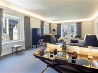 LUXURIOUS LIVING AND SOPHISTICATED ENTERTAINING
