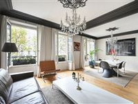 ELEGANT LIGHT-FILLED APARTMENT IN PERFECT CONDITION