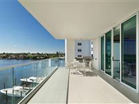 SPECTACULAR PENTHOUSE MODEL HOME
