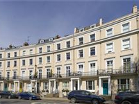 CHARMING DUPLEX WITH PRIVATE PATIO AND TERRACE ON ROYAL CRESCENT