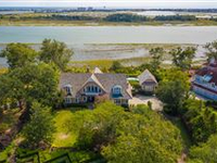 SPECTACULAR ESTATE ON RARE DOUBLE LOT