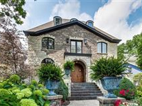 ELEGANT AND SOPHISTICATED HOME WITH GATED ENTRY