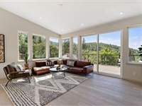 GORGEOUS NEW CONSTRUCTION HOME IN ASHLAND