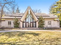 SPACIOUS AND BRIGHT FAMILY ESTATE IN AN UPSCALE DETROIT NEIGHBORHOOD