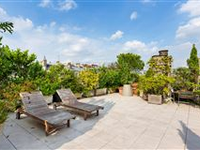 TOP FLOOR APARTMENT WITH SUPERB TERRACE
