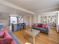 IMMACULATELY OPEN AND BRIGHT CORNER CONDO IN PEMBRIDGE PLACE
