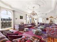 PARTICULARLY REFINED APARTMENT
