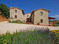 HAMLET FOR SALE IN THE HEART OF TUSCANY