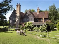 FANTASTIC ARTS AND CRAFTS COUNTRY HOME ON NINE ACRES