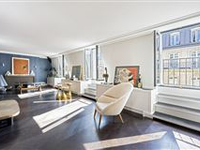 RENOVATED AND BRIGHT APARTMENT