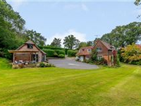 EXCEPTIONAL FAMILY HOME EQUIPPED WITH BARN IN BEAUTIFUL VILLAGE SETTING